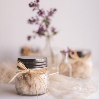 Le sucre : un gommage parfait pour le visage et le corps